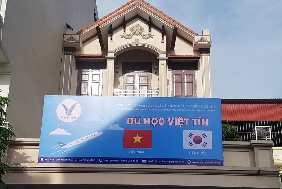 Việt Tín Nam Định chọn ngày đẹp treo biển bảng